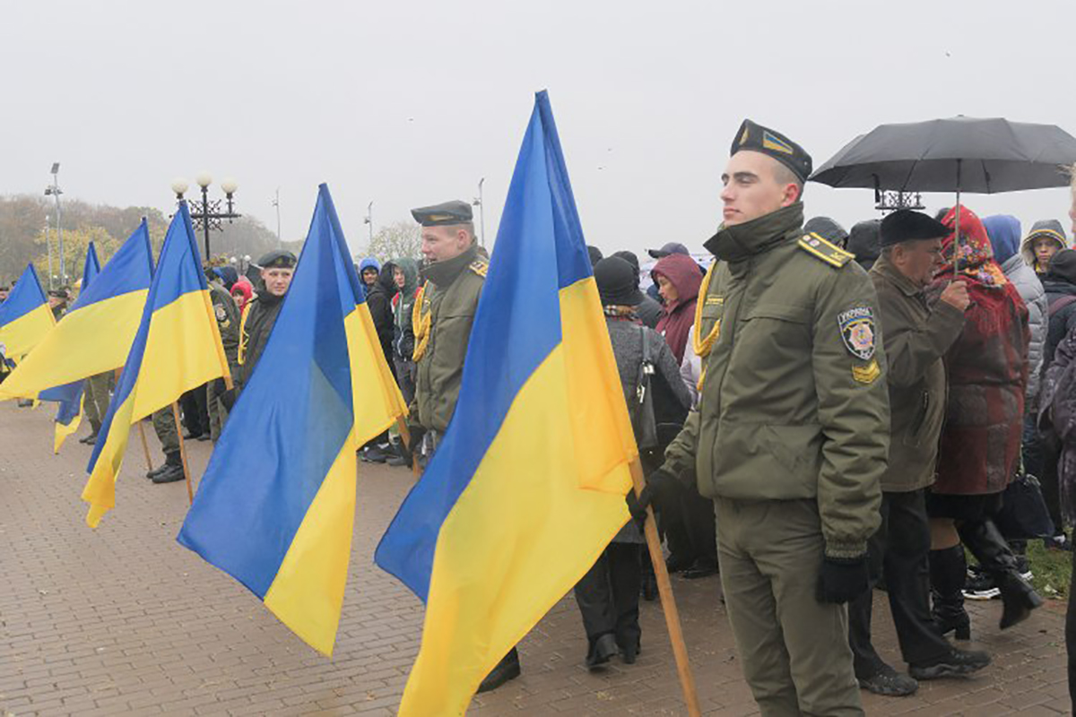 Щодо призову та перспективи створення контрактної армії в Україні