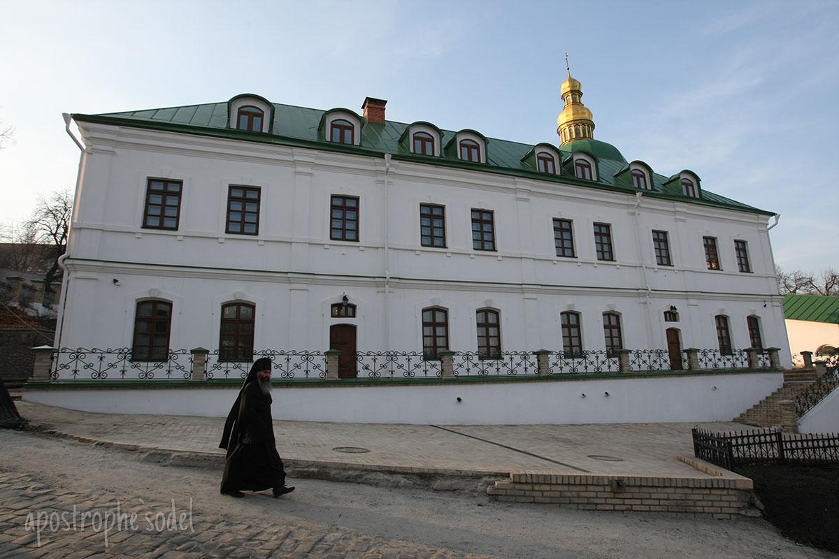 Льготную цену на газа правительство Арсения Яценюка оставило лишь для религиозных организаций после жалоб церковников на облгазы