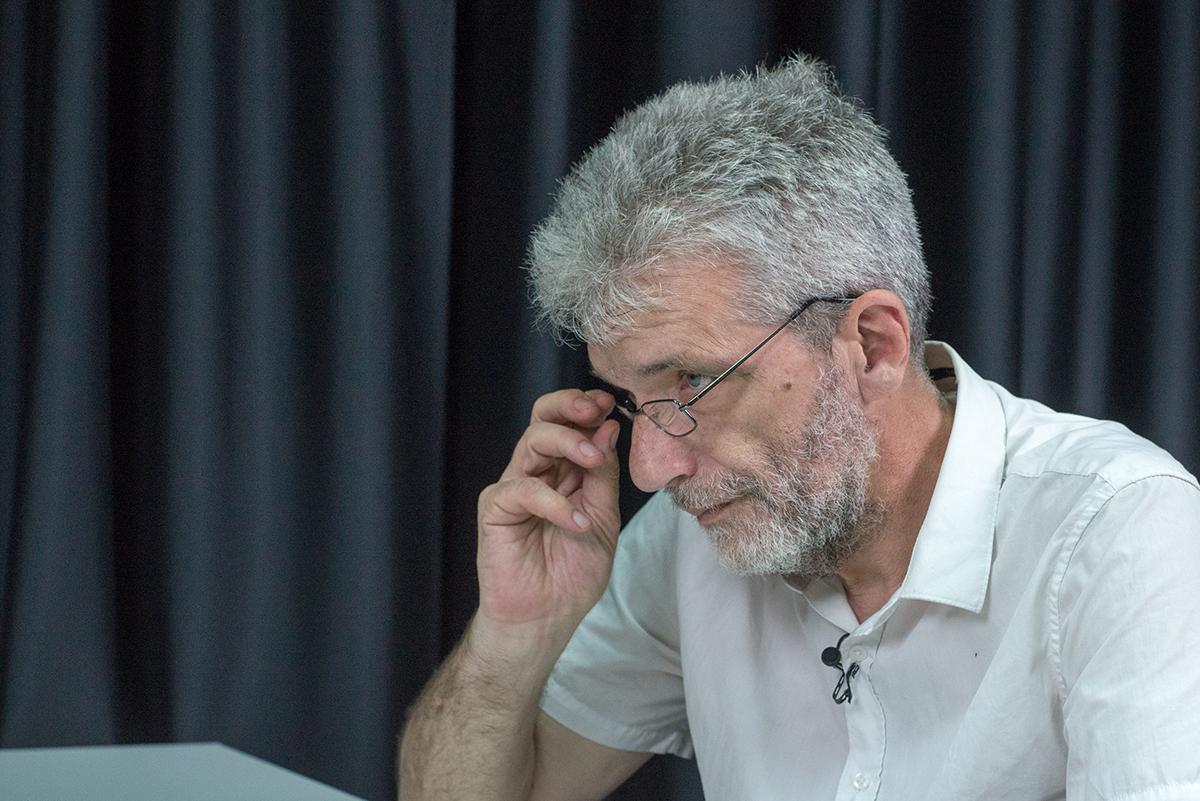 Известный журналист о парламентских выборах и экстравагантности нового президента