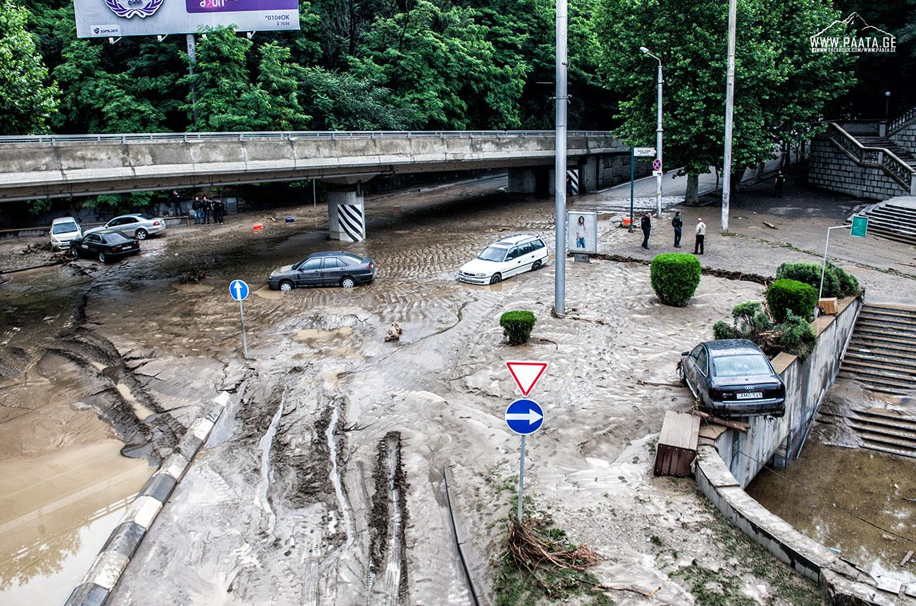Пользователи соцсетей о наводнении в Тбилиси