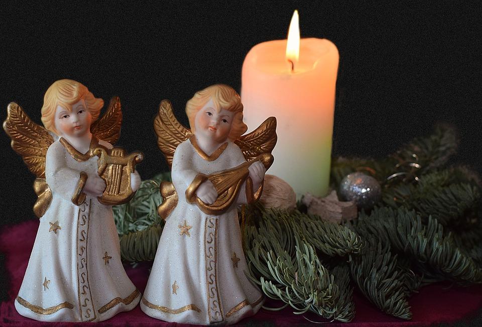13 січня відбуваються гучні народні гуляння, щедре застілля, а також традиція щедрування