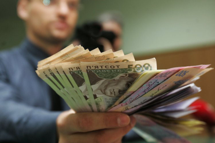 Второй месяц подряд в Украине растет реальная зарплата граждан