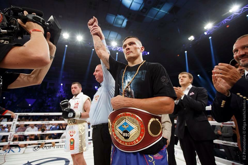 Украинец Александр Усик без проблем разобрался с очередным соперником