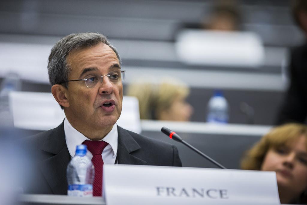 Александр Сотник считает, что предложение депутатов парламента Франции отменить санкции против России оплачено ФСБ