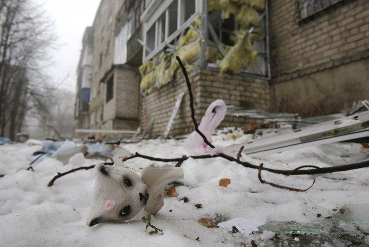 Жители Донецка страдают от обстрелов