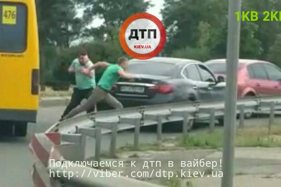 ВКиеве случилось ДТП с потасовкой ивыстрелами