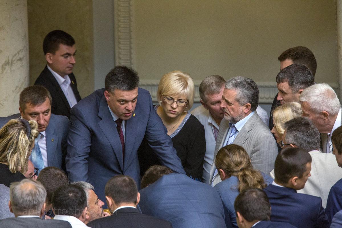 Правящую коалицию разваливают ради перевыборов Верховной рады