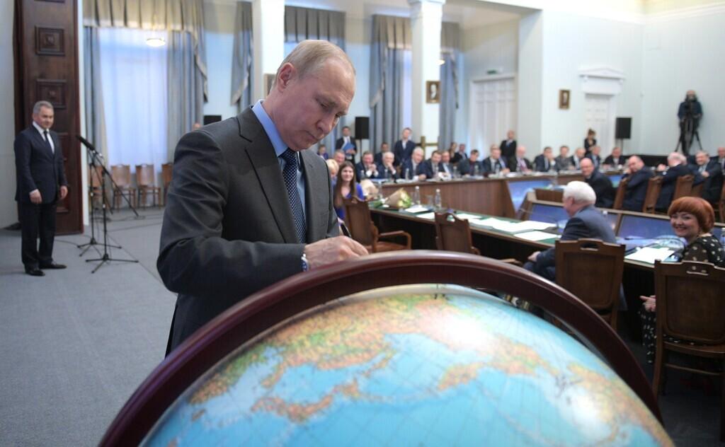 """Несмотря на падение рейтингов """"Единая Россия"""" Путина все равно победит"""