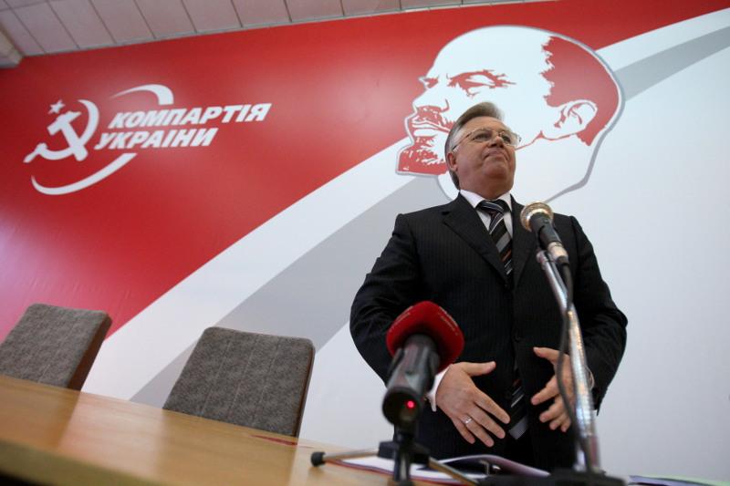 Суд приостановил рассмотрение иска о запрете КПУ