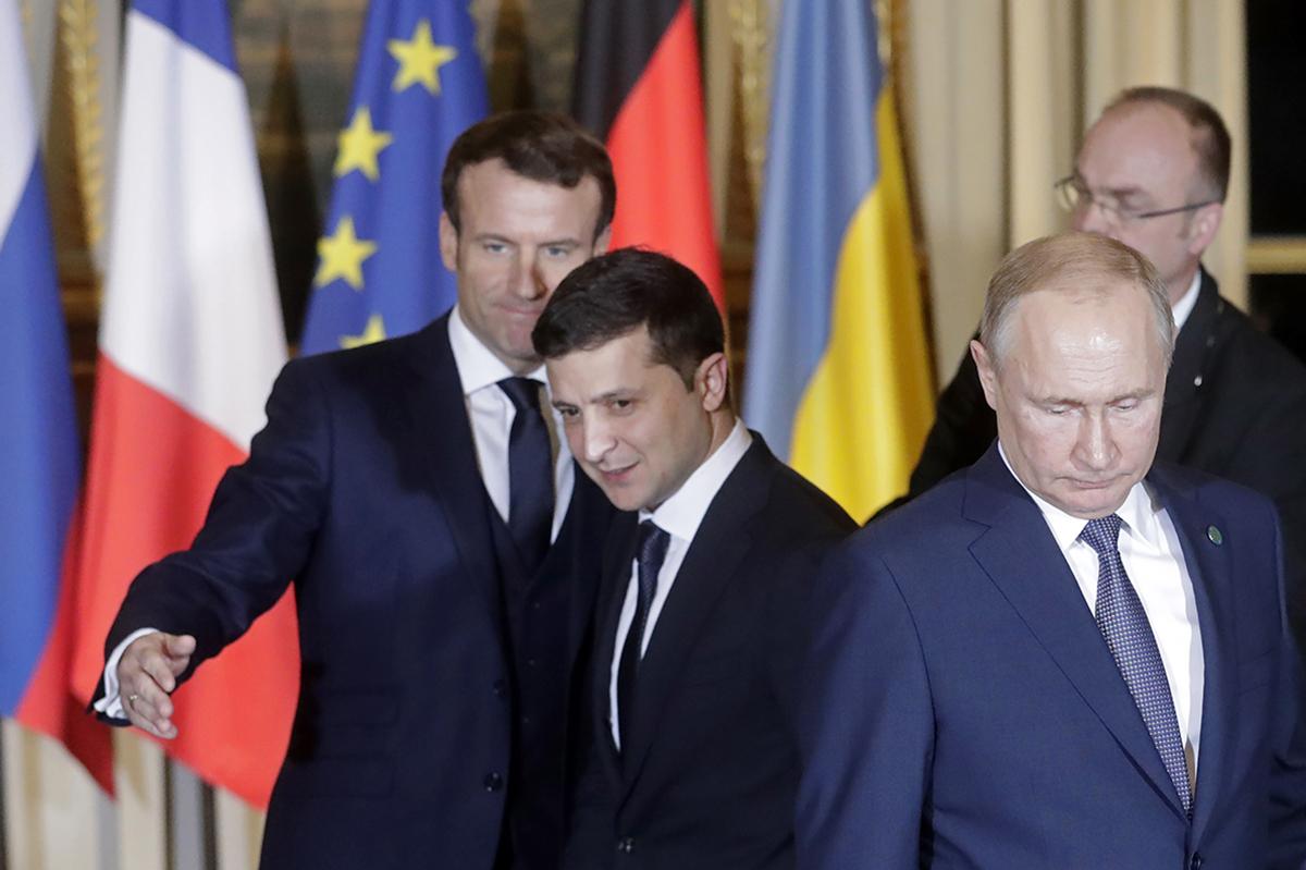 По мнению Николая Капитоненко, президент стал заложником ситуации внутри Украины