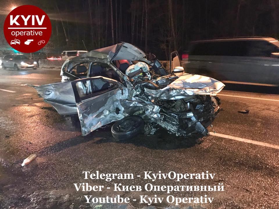 Спідометр завис на 160 км / год: нові кадри і подробиці загибелі в Києві таксиста з пасажиром