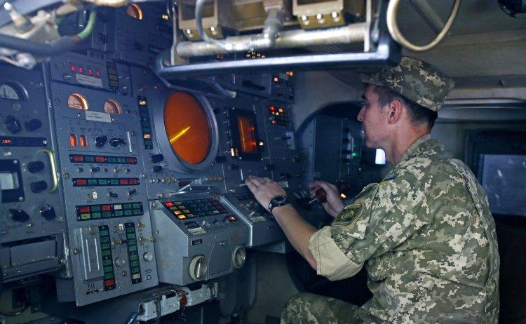 Украине стоит регулярно устраивать военные учения на полуострове, считает военный эксперт Алексей Арестович