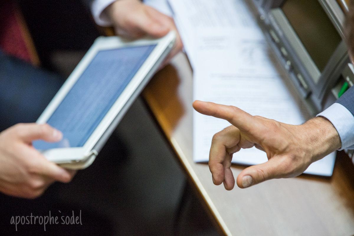 """Блогеры обсуждают принятие Радой последнего закона из """"безвизового пакета"""""""