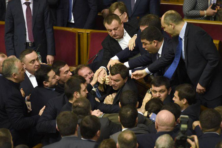 Парламент может стать центром новых громких скандалов