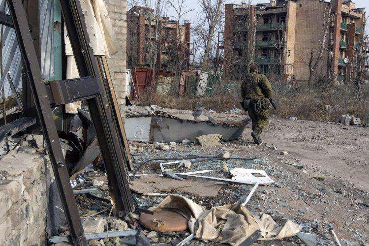Артиллерийский и танковый обстрел оставил жителей Красногоровки без света