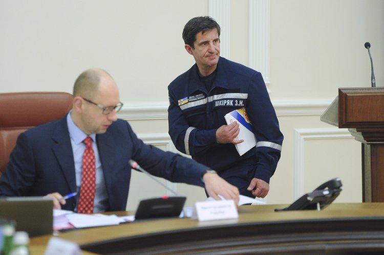 Почему Яценюк пока оставит главу ГСЧС на должности