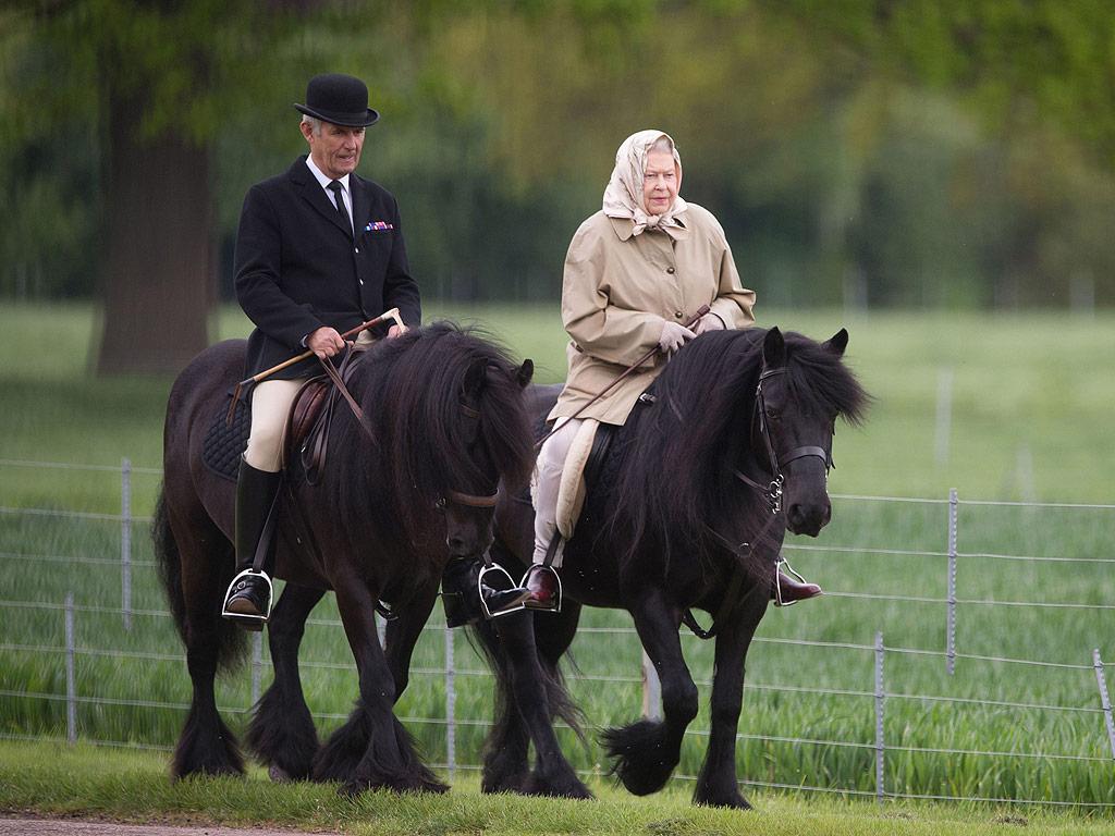 В последние годы возраст королевы все чаще становиться поводом для спекуляций и фейков о ее кончине