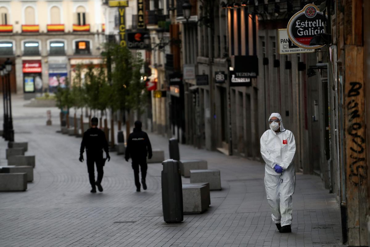Коронавирус в Испании убил свыше 10 тыс. человек: что происходит в стране, фото и видео