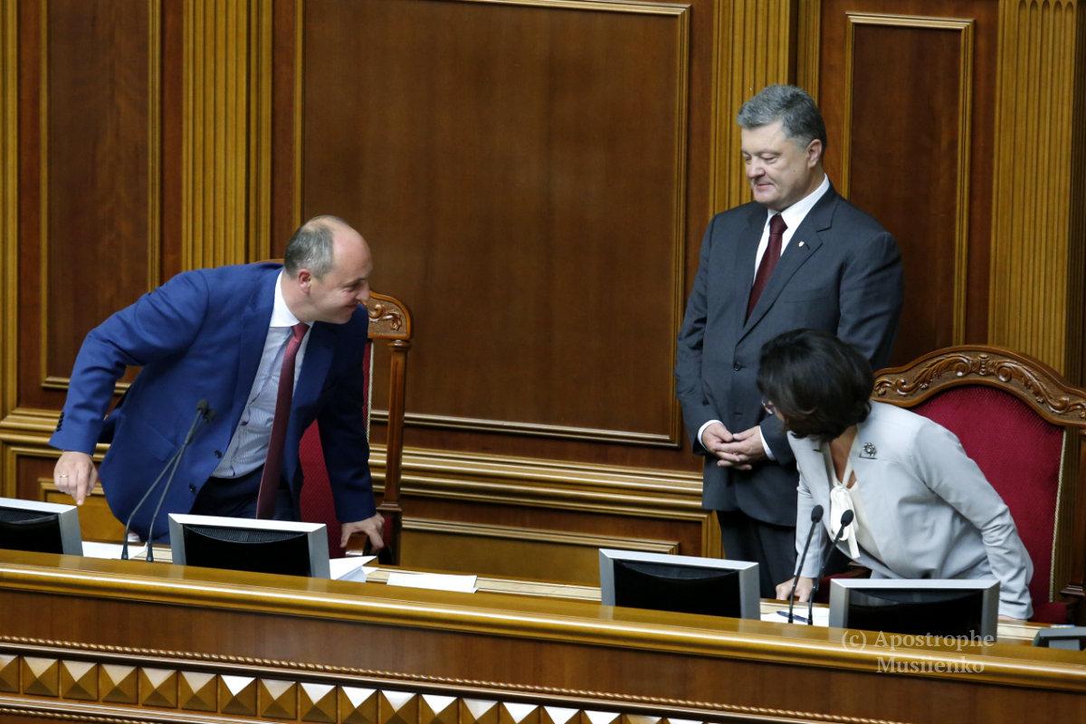 Народные депутаты с удовольствием встречали друг друга после летних каникул