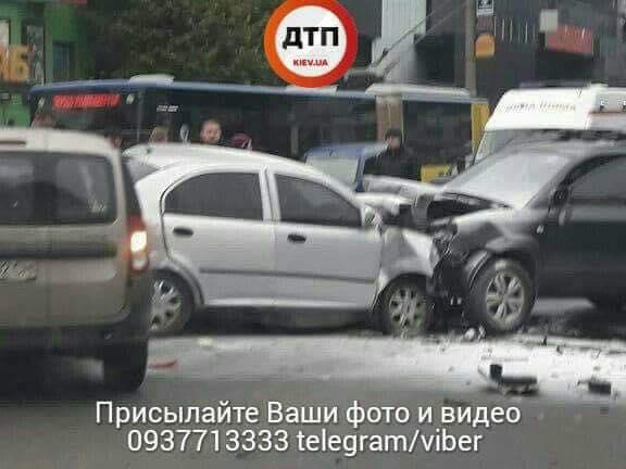 ВКиеве уметро Шулявская случилось массовое ДТП