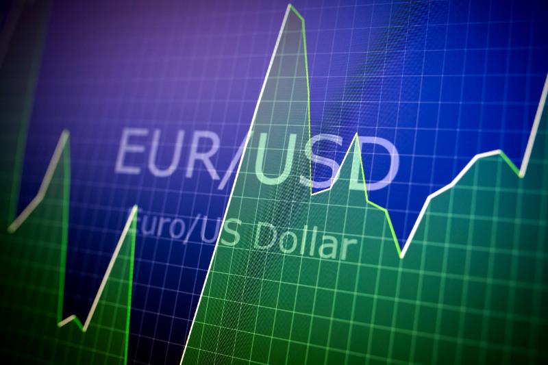 В Украине в условиях дефицита доллара появляются новые инструменты для валютных спекуляций