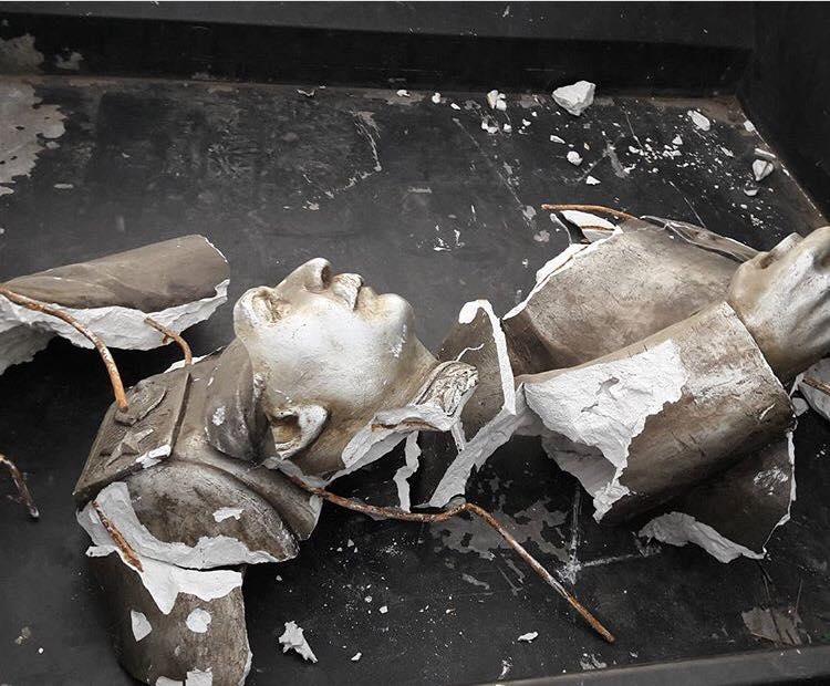 Прощавай, Сталін: уЗапоріжжі знищили скульптуру винуватця Голодомору вУкраїні