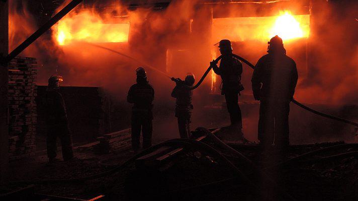В Харьковской области взрываются боеприпасы на крупном военном складе