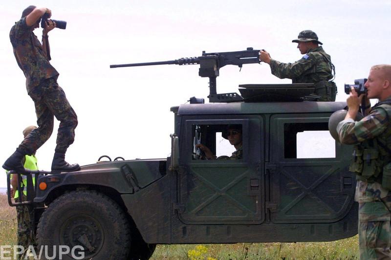Реакція соцмереж на скандал з фото Дмитра Муравського та його звільнення з Міноборони