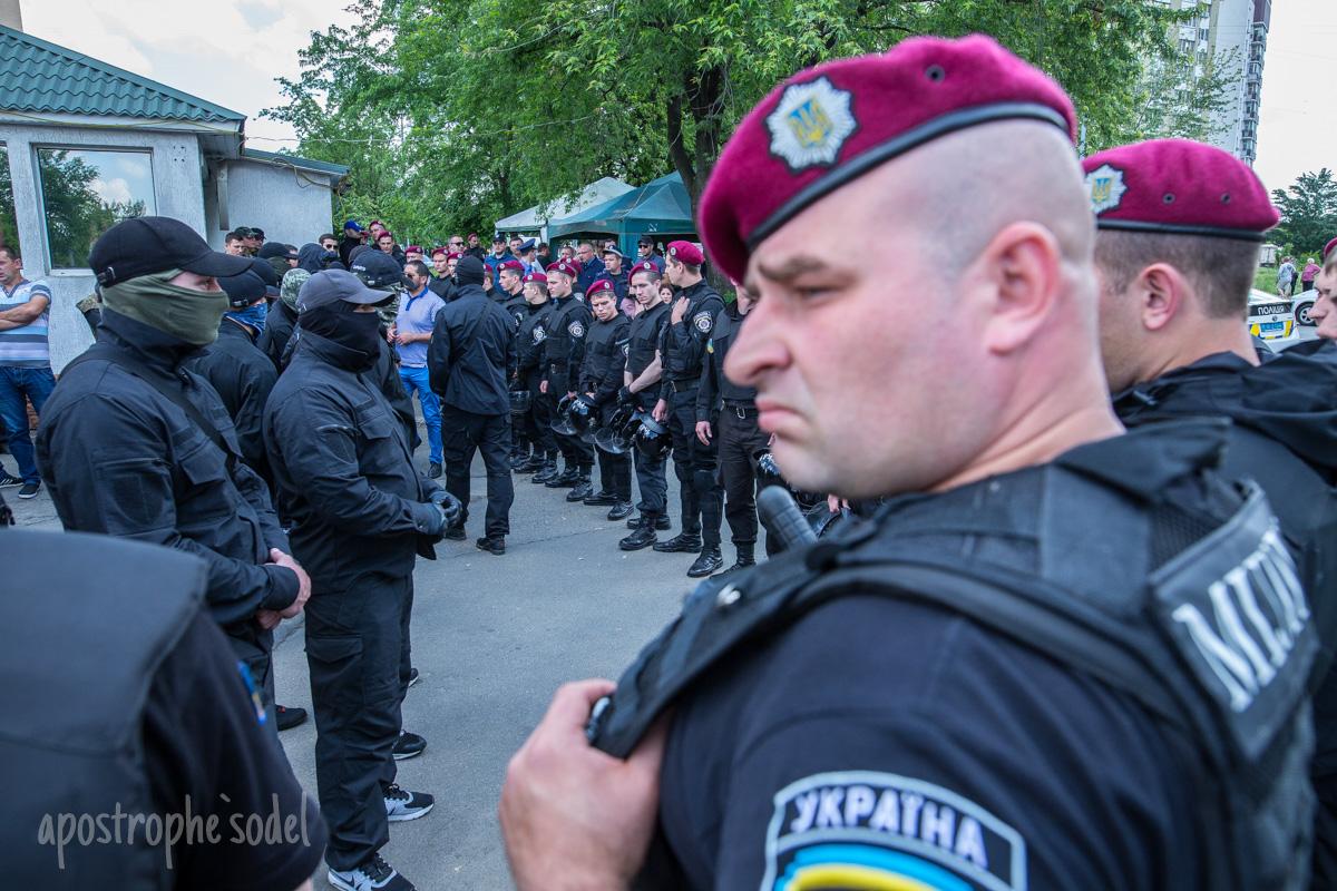 """Разбираться с участниками конфликта прибыл начальник киевской полиции Зозуля вместе со своими """"орлами"""""""