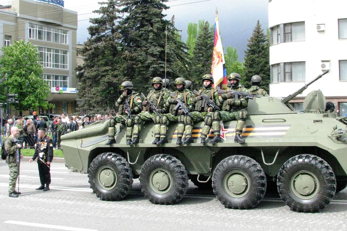 Боевики самопровозглашенной ДНР отметили праздник парадом