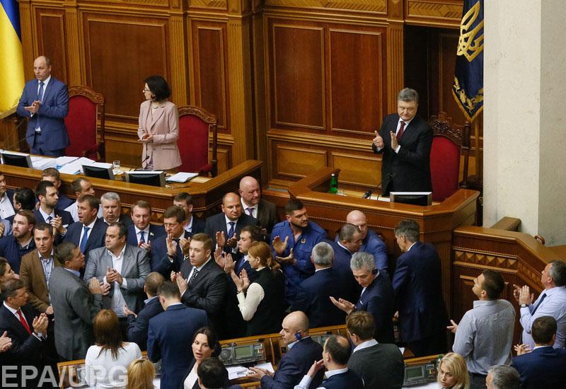 У депутатов возникли серьезные разногласия по поводу того, как голосовать за конституционные изменения, касающиеся ДНР и ЛНР