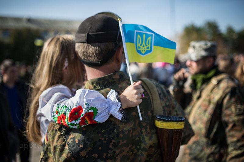 Корреспондент А' провела день с волонтерами, помогающими семьям украинских бойцов