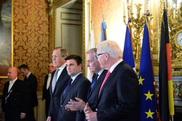 """В Париже Украина сумела убедить """"нормандскую четверку"""" в том, что сначала нужно прекратить войну"""