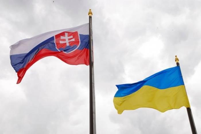 """""""Все очень грустно"""", говорят в украинской диаспоре о работе украинских посольств"""