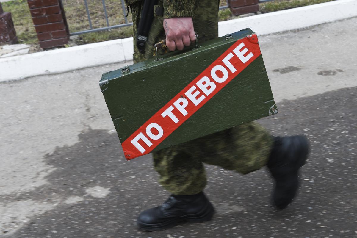 Российский политолог о сокращении военных расходов РФ