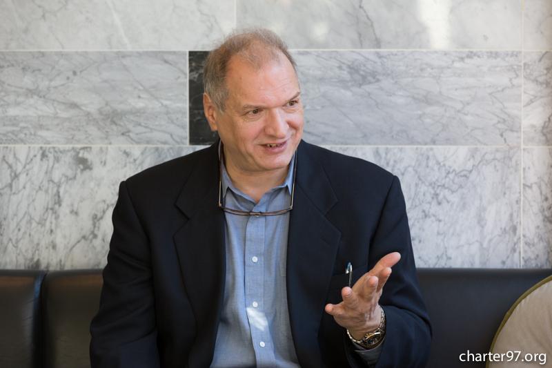 Известный российско-американский историк считает, что новый президент США должен будет разобраться с Россией