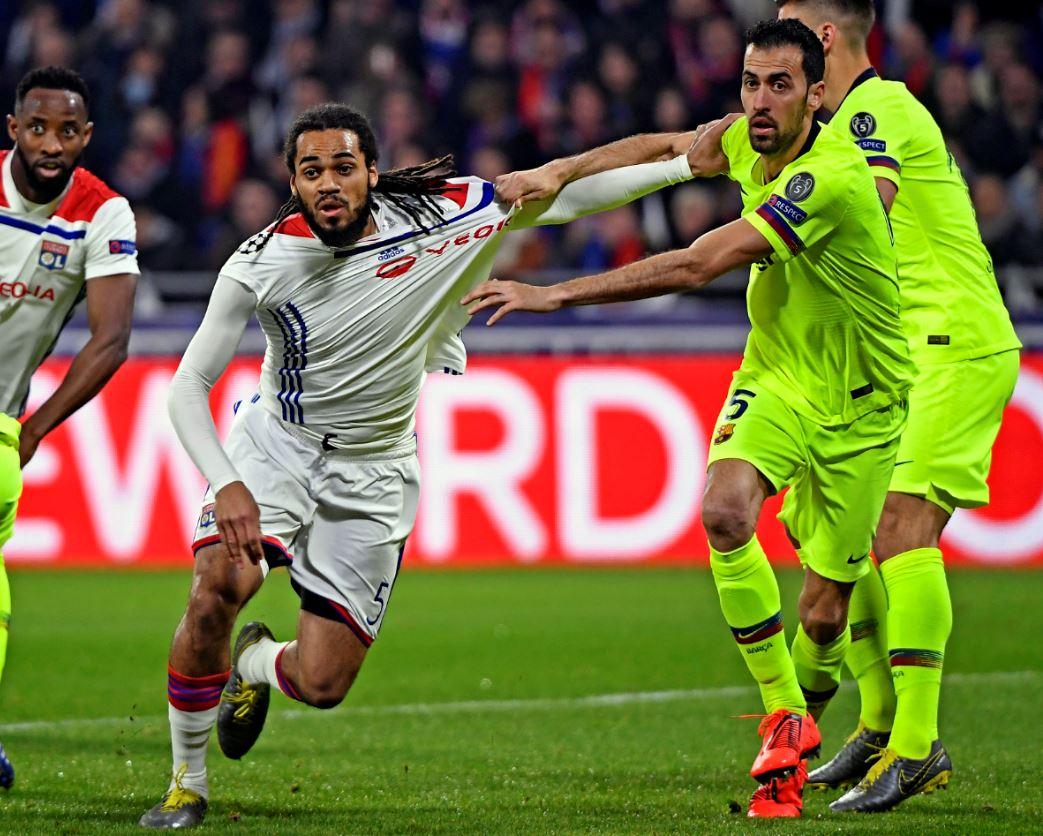 Барселона разгромила Лион и вышла в четвертьфинал Лиги чемпионов