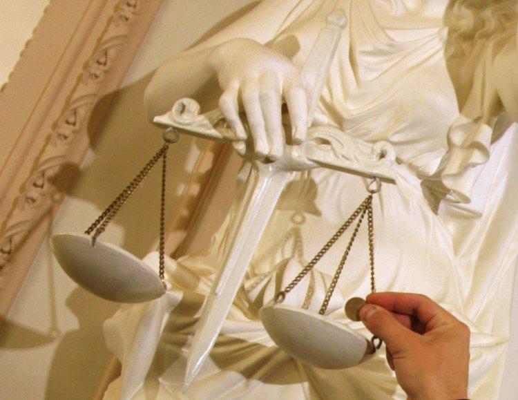 Власти опаздывают с созданием антикоррупционного суда