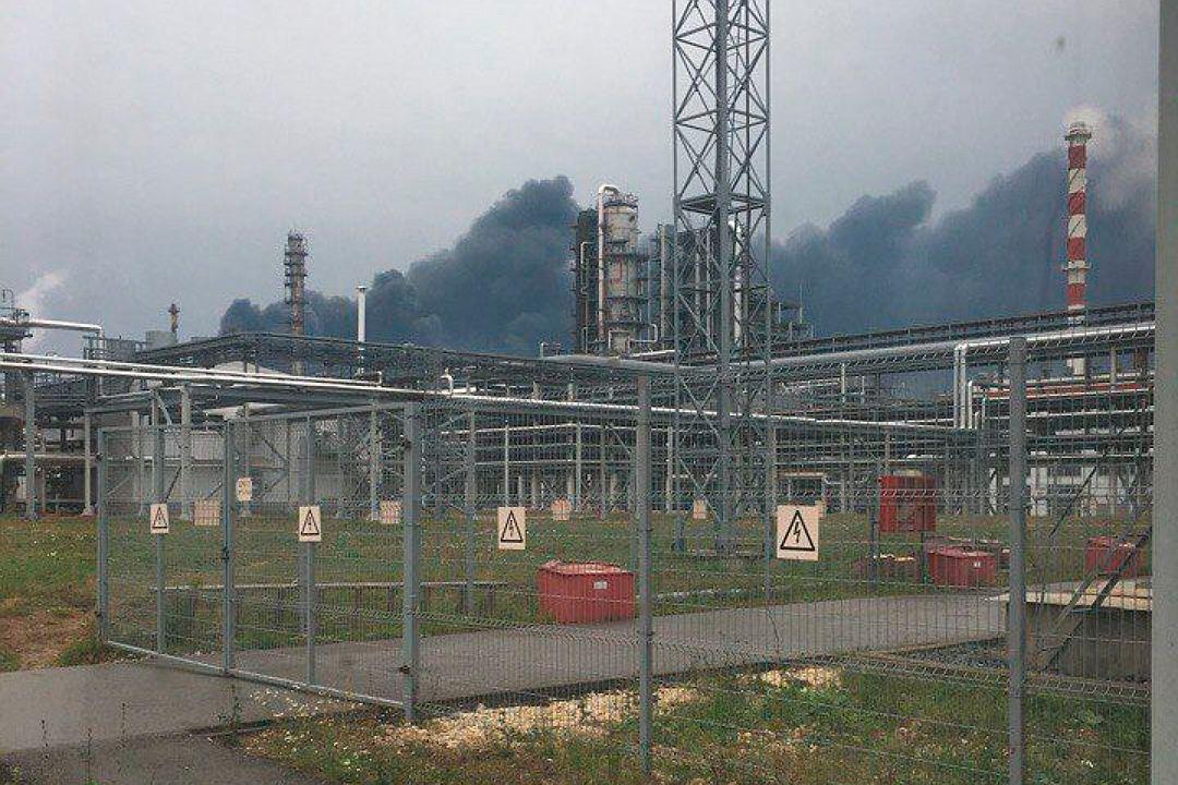 УРосії вибухнув нафто-переробний завод компанії Лукойл, є жертви