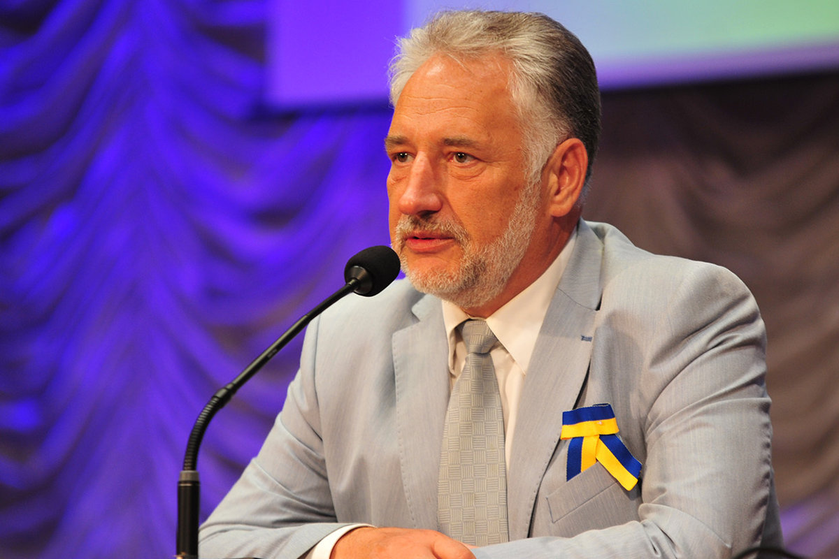 О проблемах с украинизацией Донбасса и готовности к обострению войны