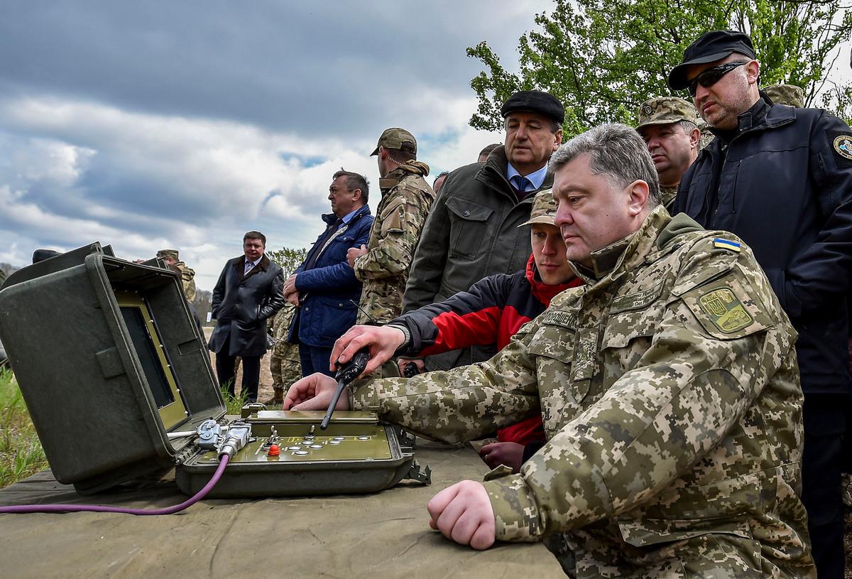 Дискуссии о введении военного положения на Донбассе еще продолжаются