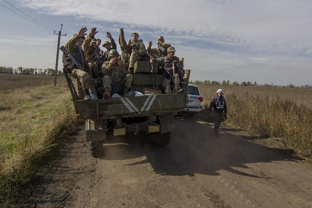Почему сорвалось разведение войск возле Петровского и Золотого