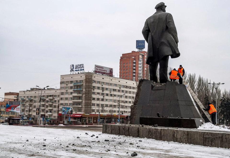 Как пользователи соцсетей отреагировали на подрыв Ленина в центре Донецка
