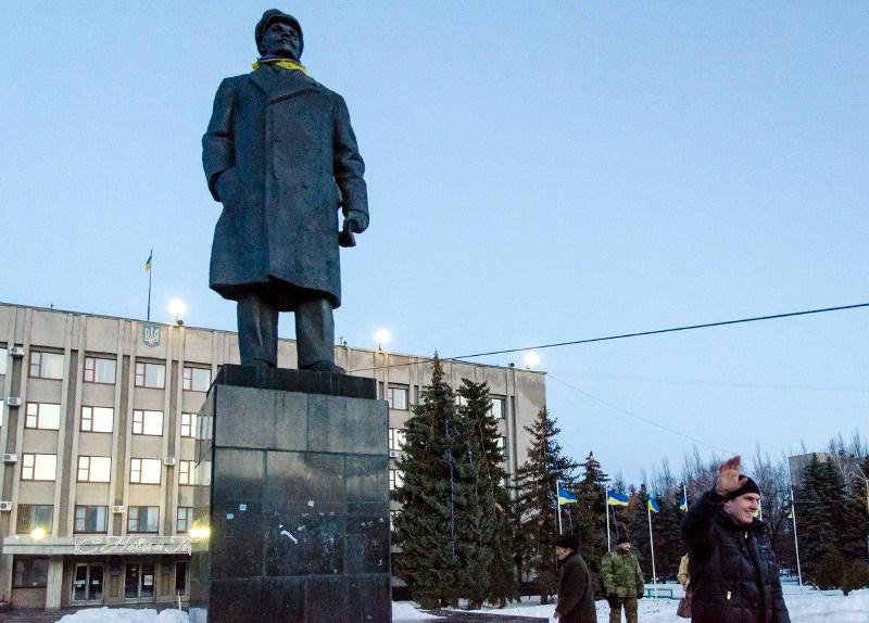 Местные активисты хотят снести памятник Ленину