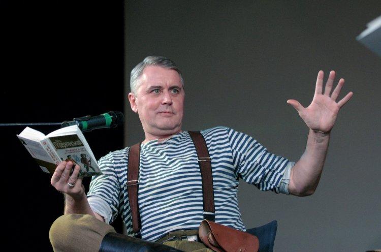 Культовый украинский писатель о причинах войны с Россией, вредном начальстве и легализации оружия в Украине