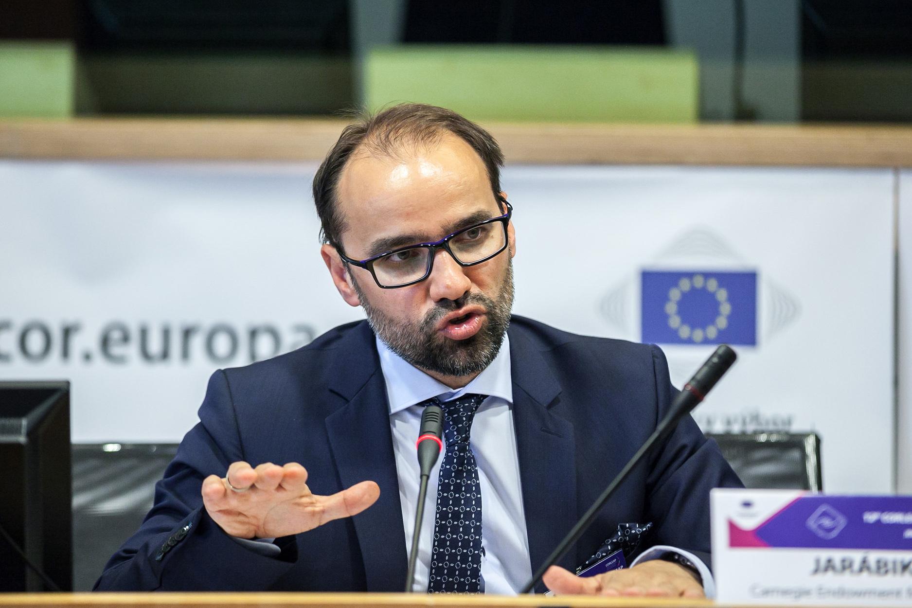 Эксперт о нюансах языковой политики и конфликте Киева с Будапештом