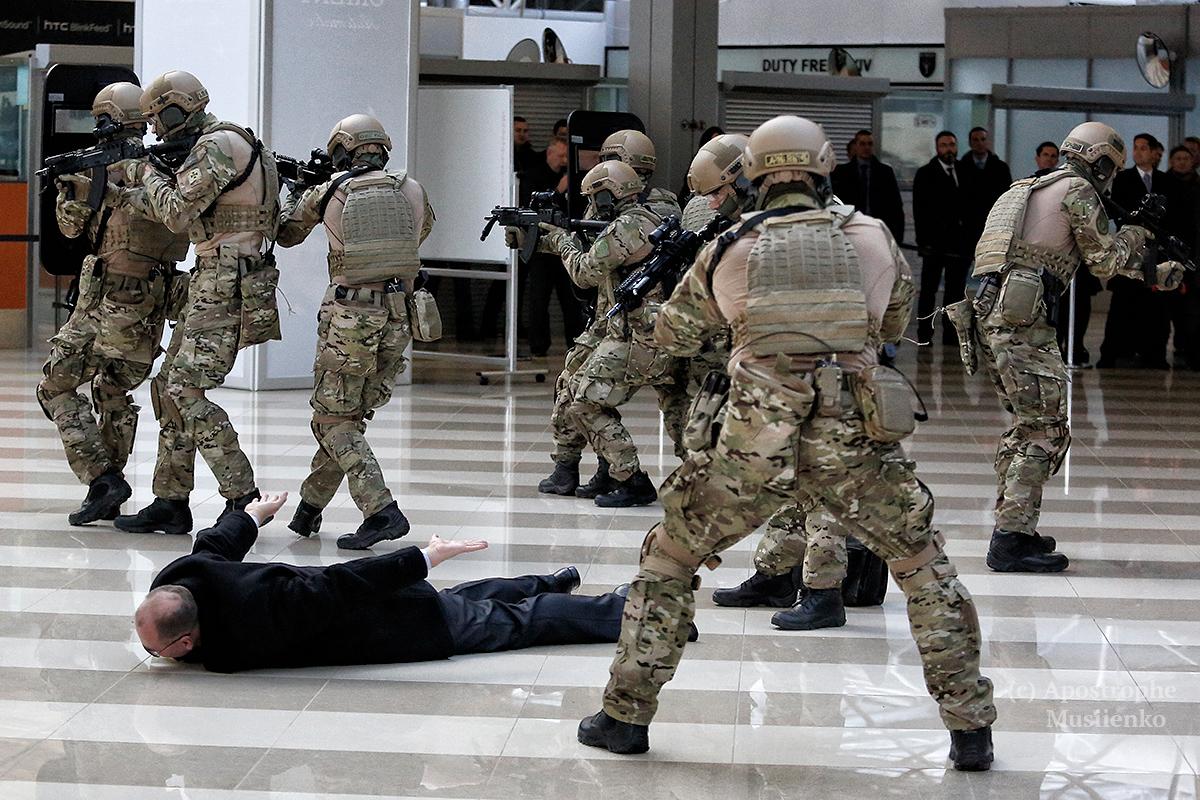 """В терминале F прошли учения спецназовцев КОВД и пограничников из """"Дозора"""""""