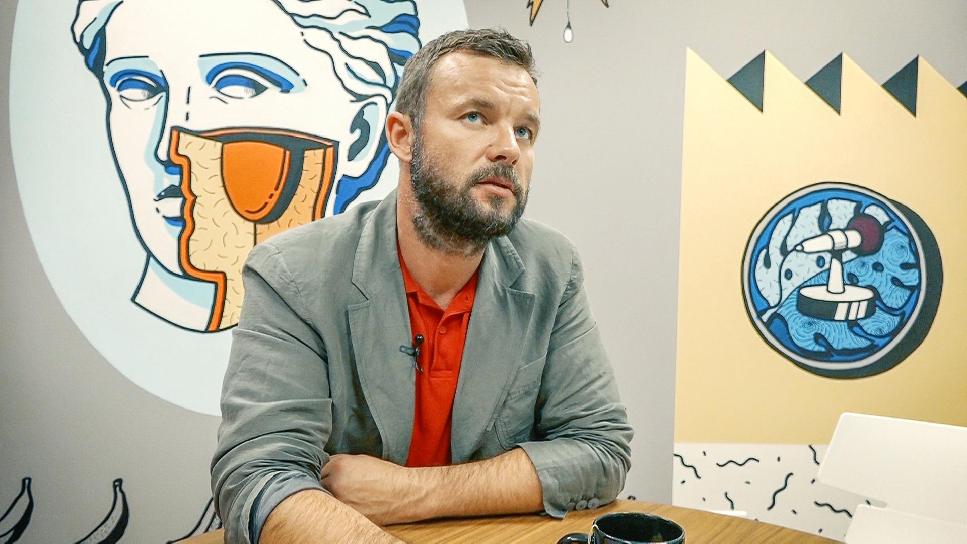 Віталій Шкляров про війну на Донбасі, політику Трампа та піар Саакашвілі
