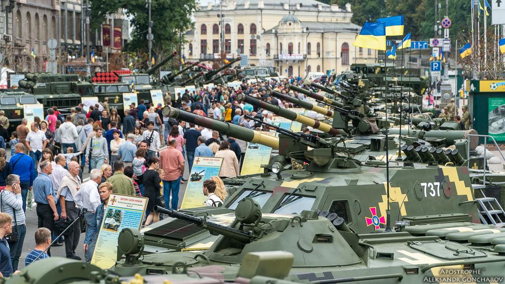 В столице открылась выставка военной техники