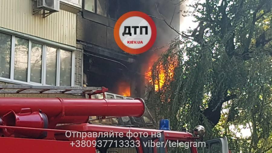 ВКиеве между зданием Мининфраструктуры ибольницей «Охматдет» произошел интенсивный пожар
